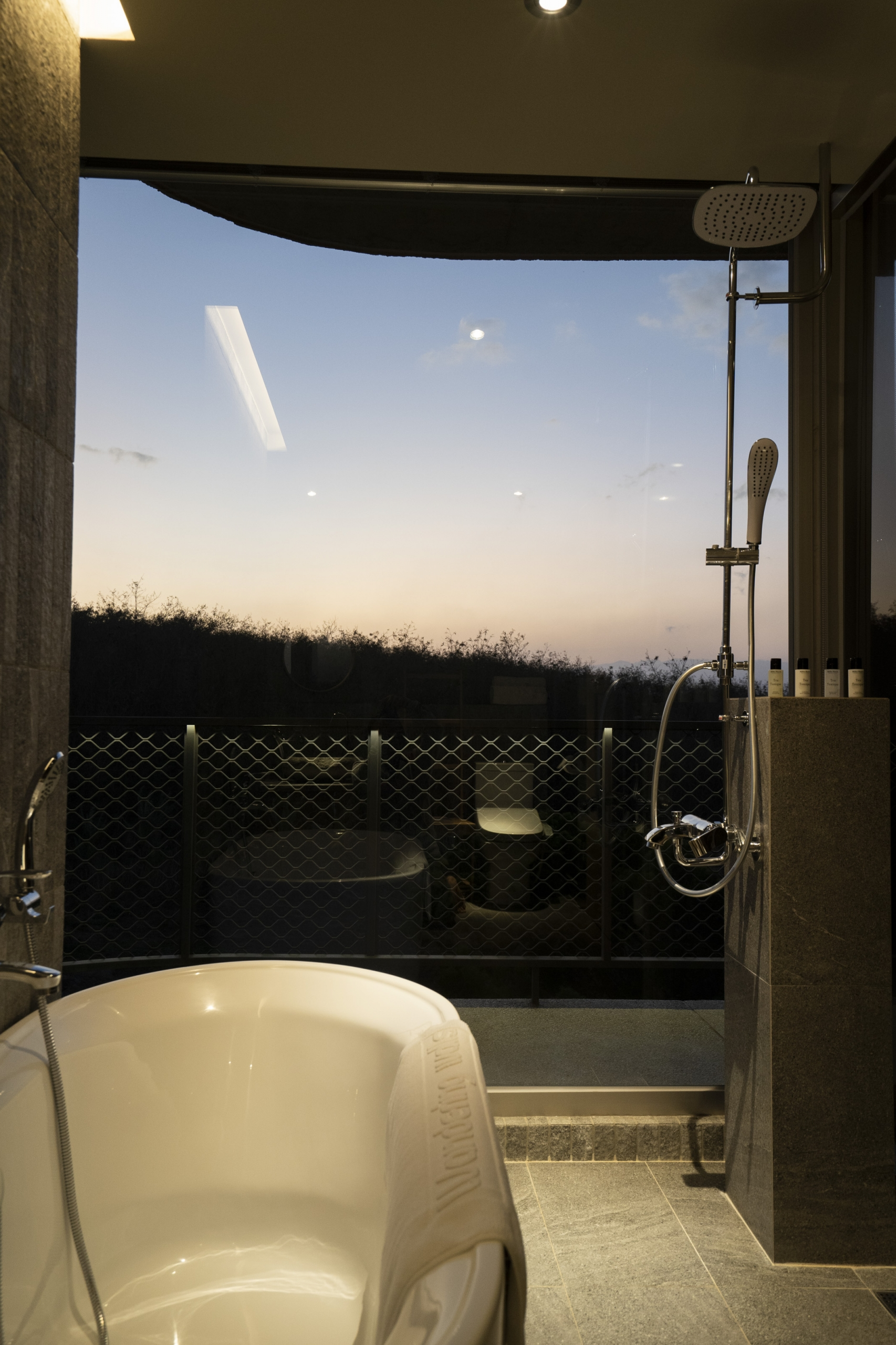 天晴浴室景色