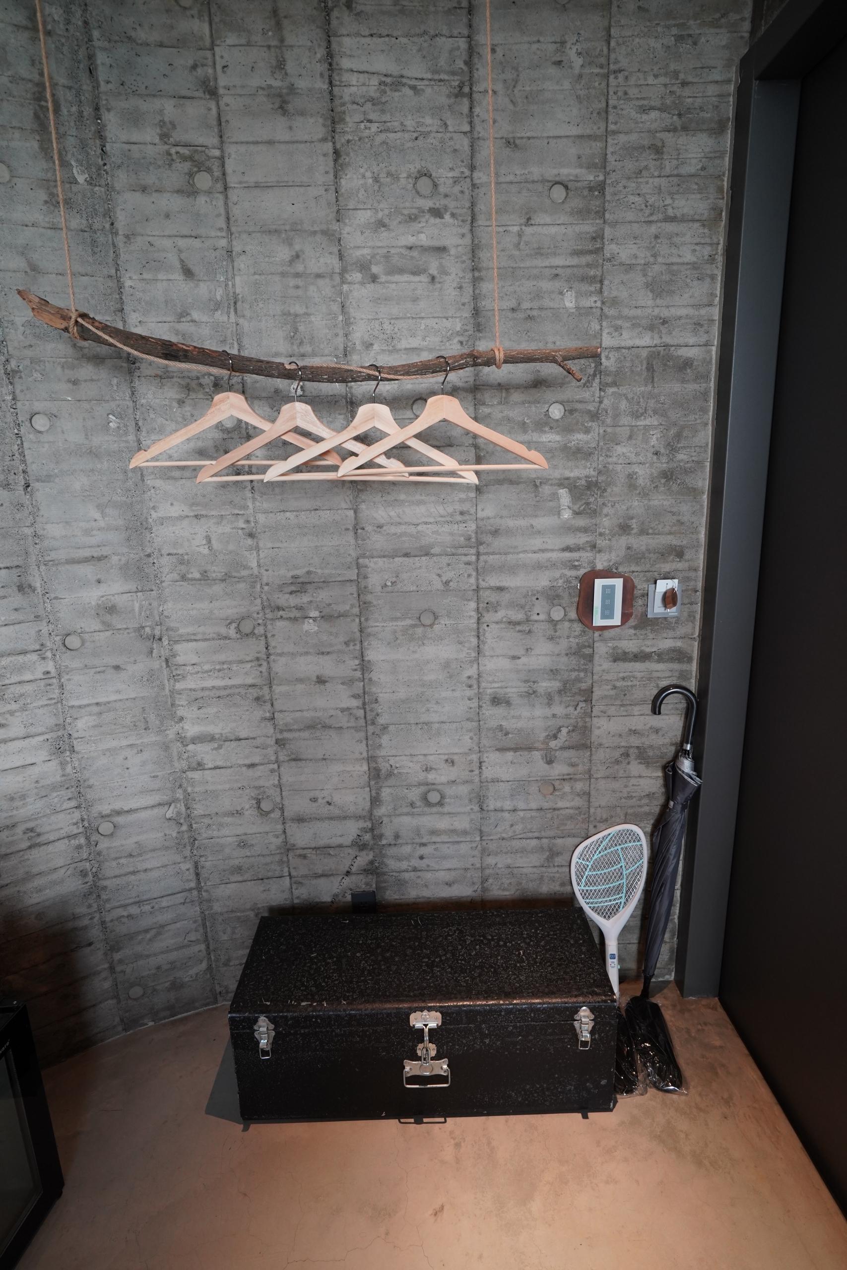 吊衣架與行李架